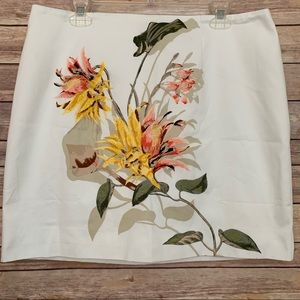 WHBM White skirt embroidered flowers Sz 14 EUC